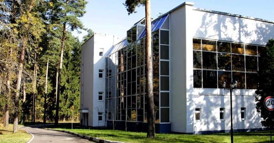 Официальное фото Оздоровительного комплекса Сосны 3 звезды