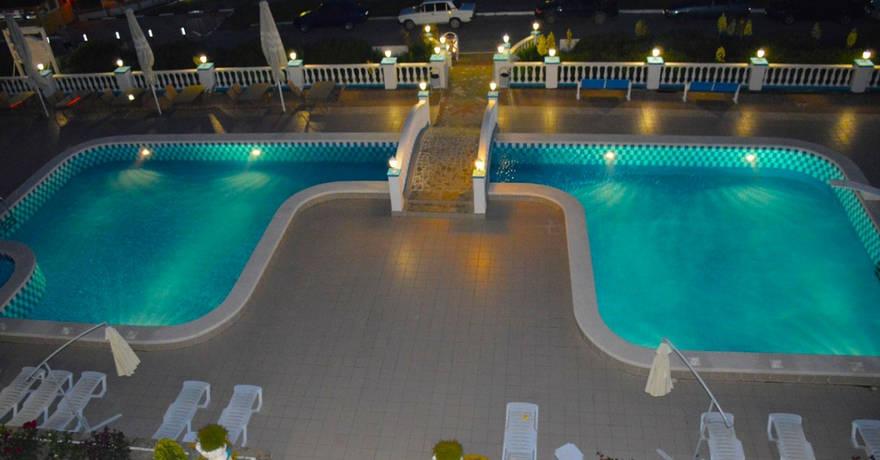 Официальное фото Отеля Белый дом 3 звезды