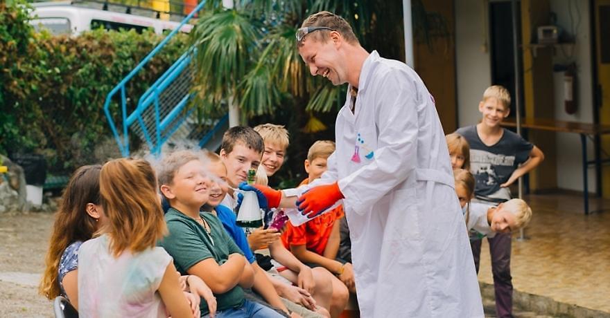 Официальное фото Детского лагеря Панда  звезды