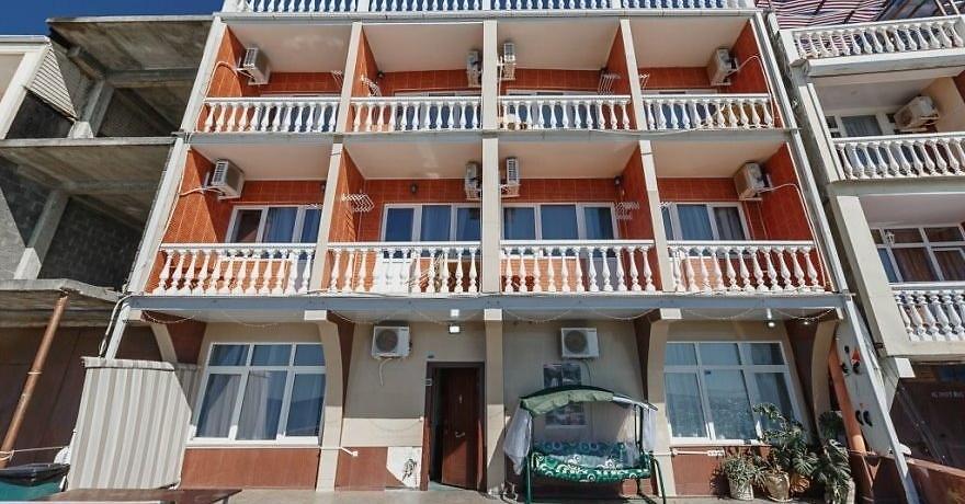 Официальное фото Отеля Море за окном 2 звезды